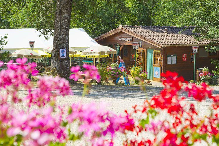 accueil-extérieur-bar-snack-camping-albi-03