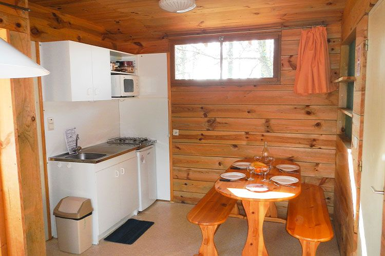 chalet-coin-cuisine-convivial-camping-mont-albi