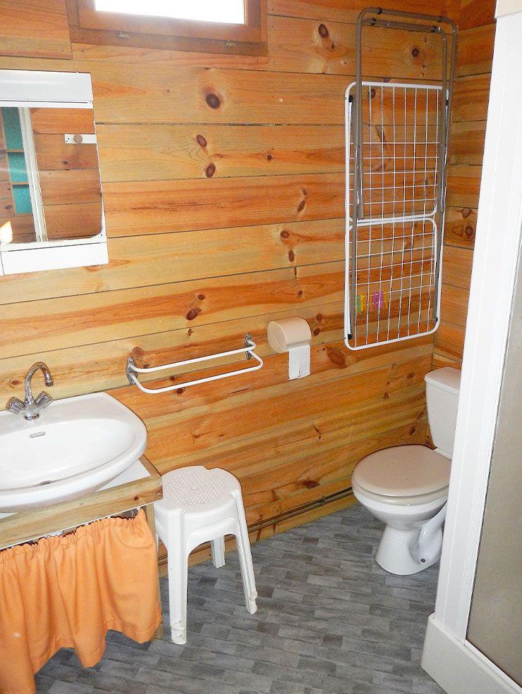 chalet-salle-de-bain-camping-mont-albi