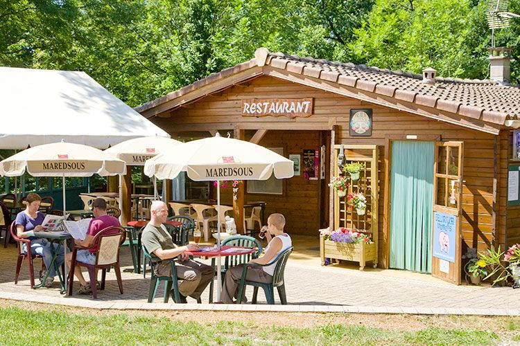terrasse-extérieur-bar-snack-camping-albi-02